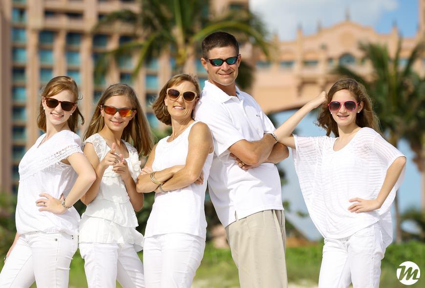 11 atlantis family photos1 bahamas wedding photographer mario
